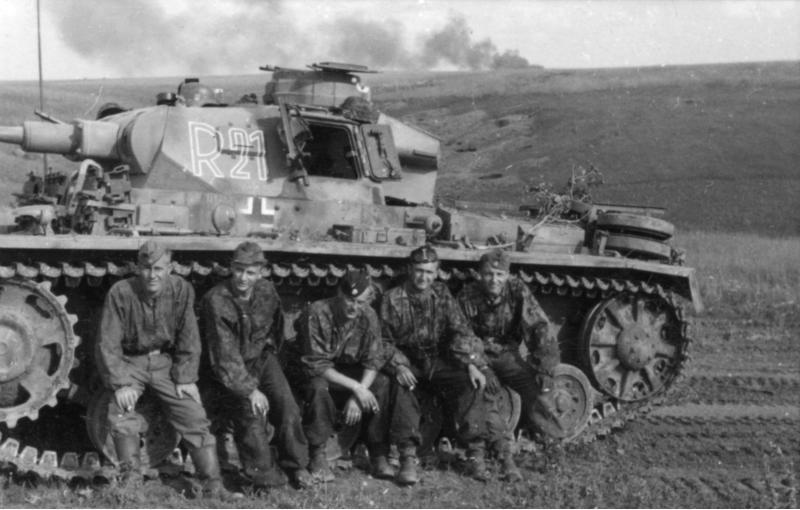 File:Bundesarchiv Bild 101III-Zschaeckel-208-25, Schlacht um Kursk, Panzer III.jpg