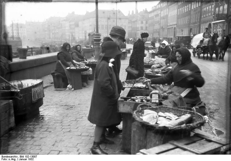 File:Bundesarchiv Bild 102-13007, Kopenhagen, Fischmarkt.jpg