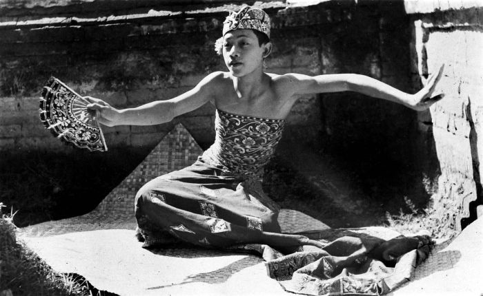 File:COLLECTIE TROPENMUSEUM De beroemde Balinese danser I Mario TMnr 10004713.jpg