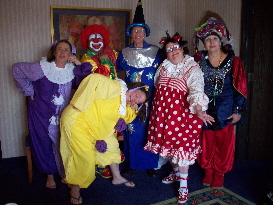 English: More clowns at Clown School
