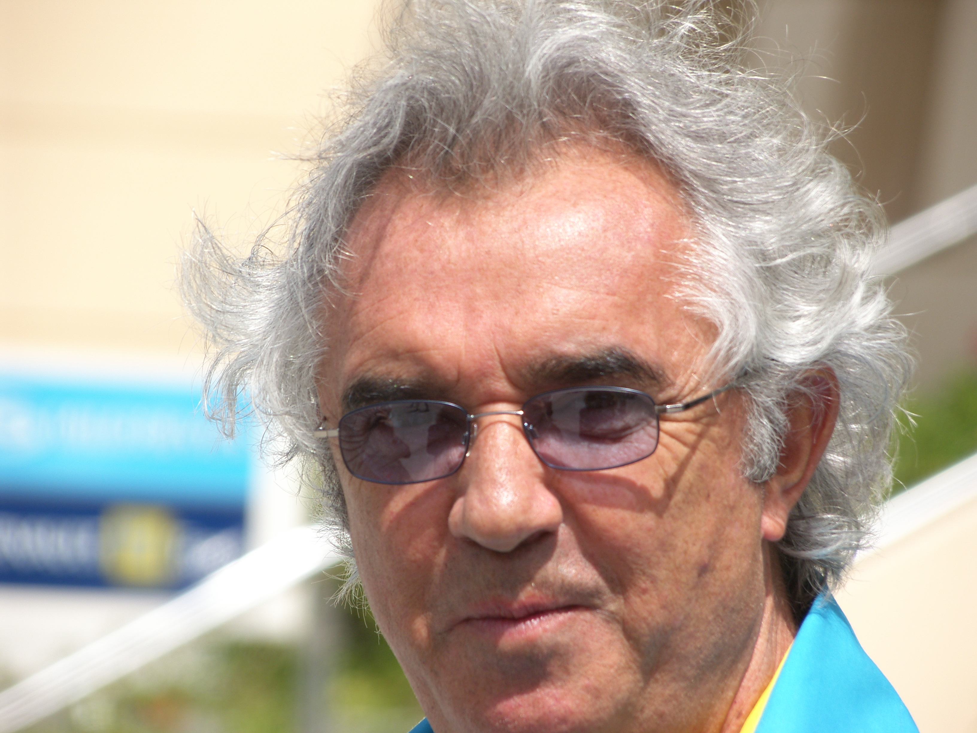 https://i1.wp.com/upload.wikimedia.org/wikipedia/commons/8/8a/Flavio_Briatore.JPG