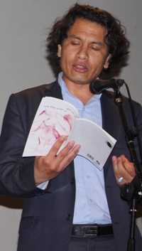 English: Hazara poet and journalist Kamran Mir...