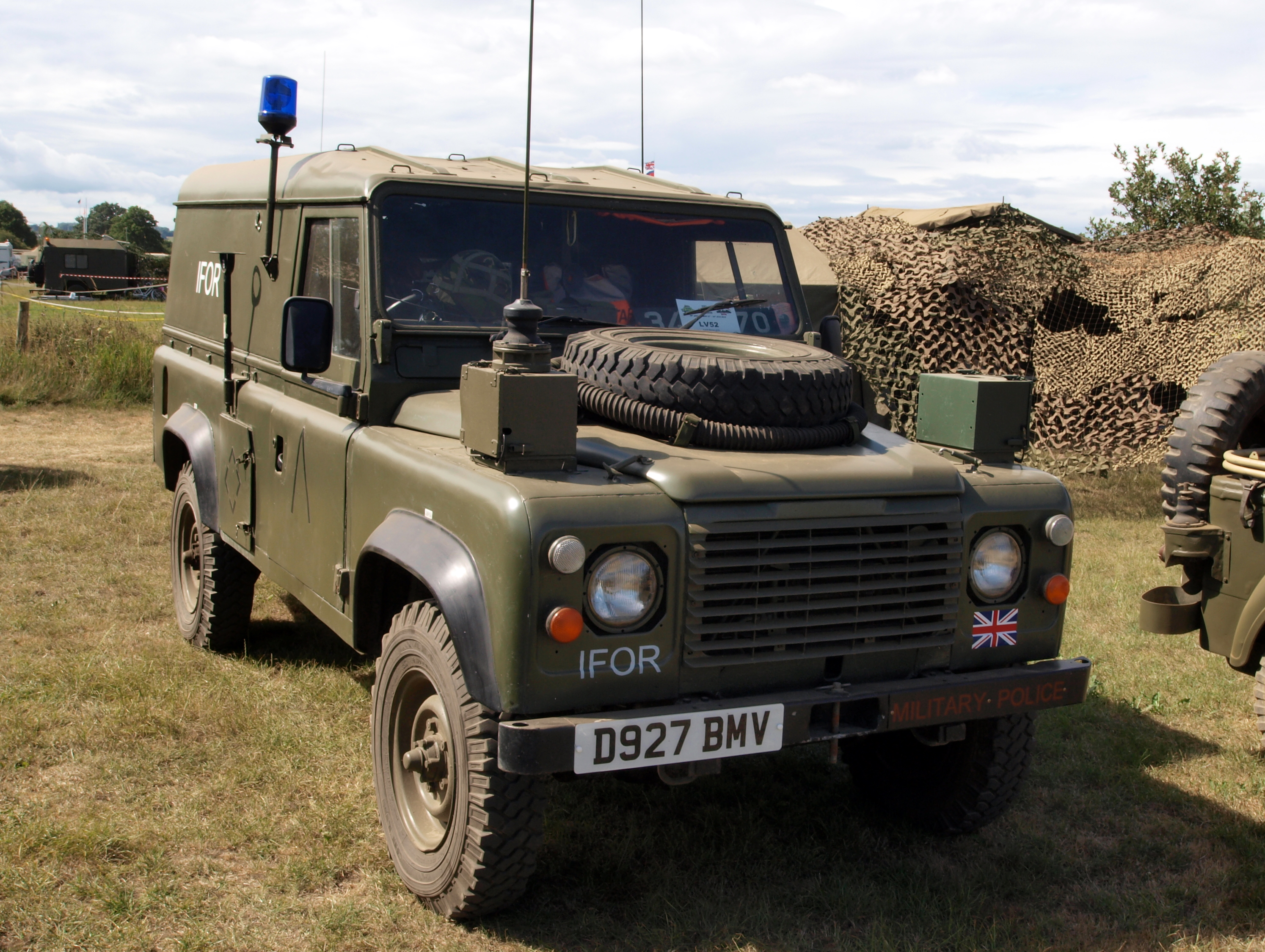 File Land Rover 110 1986 owner Wayne Page JPG Wikimedia mons
