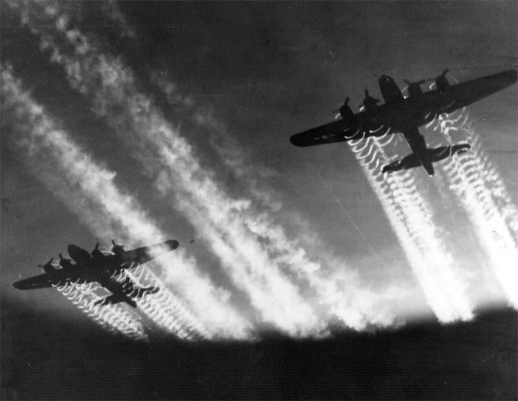 https://i1.wp.com/upload.wikimedia.org/wikipedia/commons/8/8b/B-17_Flying_Fortress.jpg