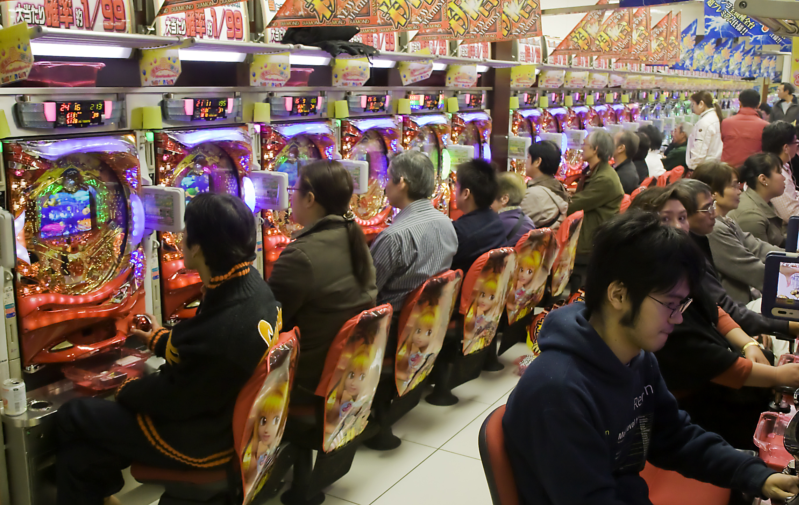 https://i1.wp.com/upload.wikimedia.org/wikipedia/commons/8/8b/Pachinko_parlour.jpg