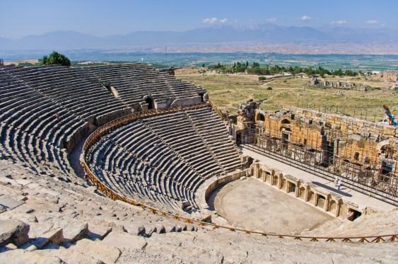 https://i1.wp.com/upload.wikimedia.org/wikipedia/commons/8/8b/Theatre_in_Hierapolis_5.jpg?resize=563%2C373&ssl=1