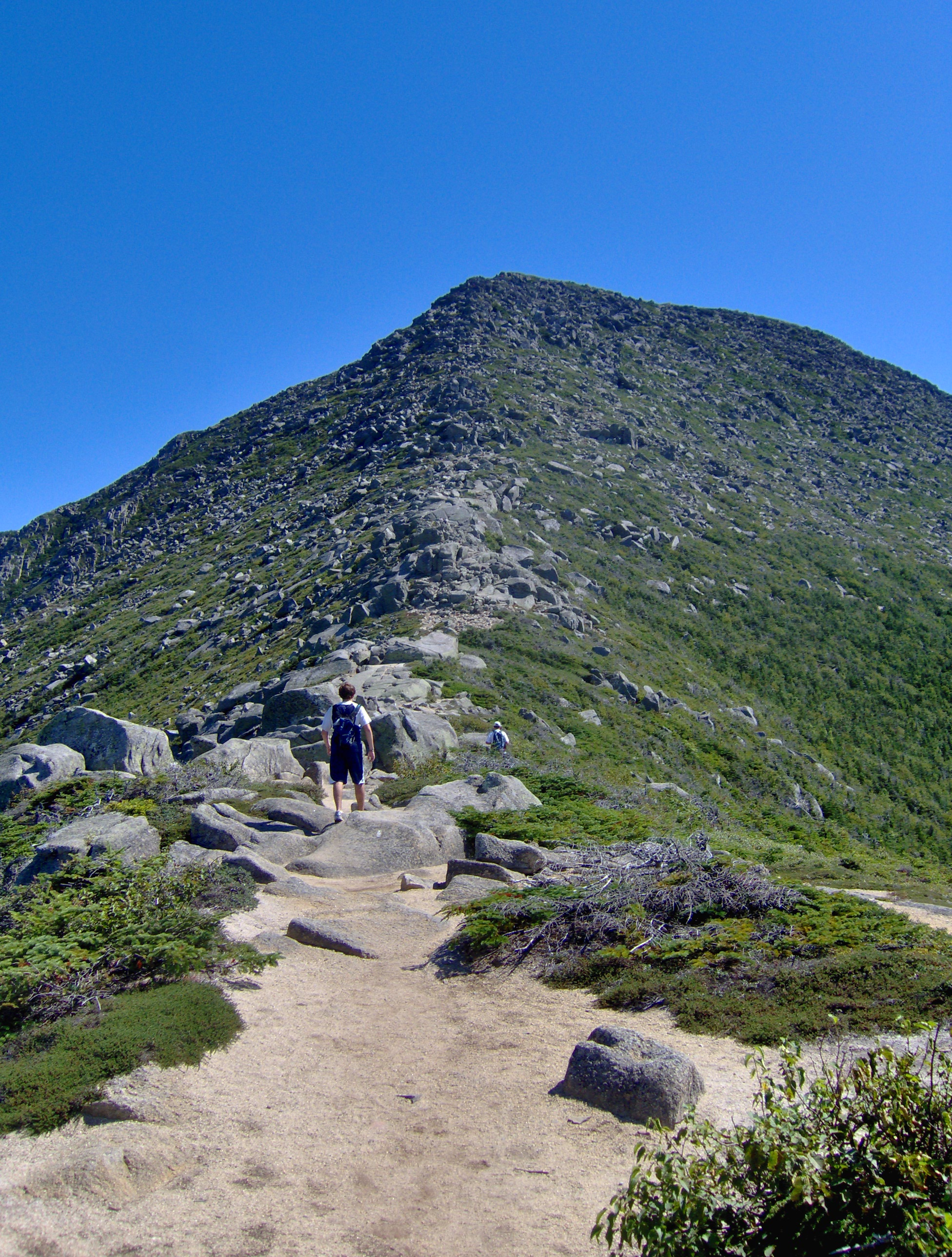 English: Looking up from the Hunt Spur towards...