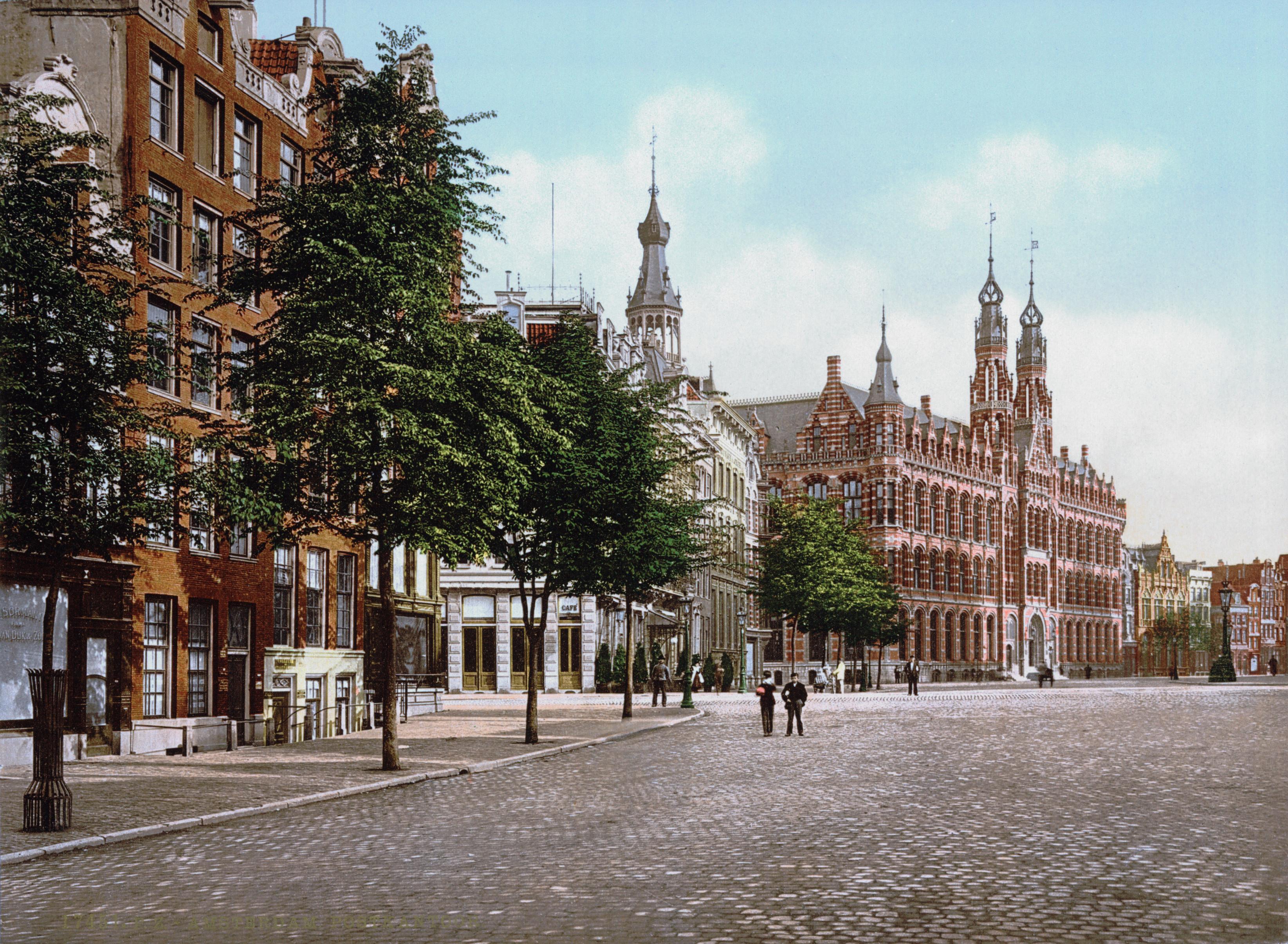 Hoofdpostkantoor Amsterdam rond 1900.