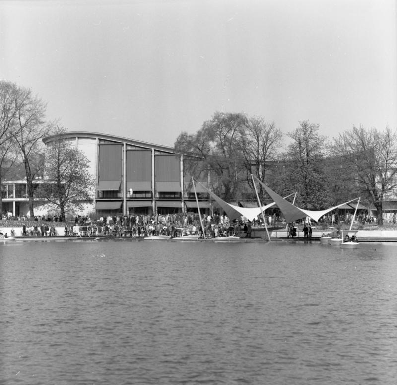 Schwarzwaldhalle, Karlsruhe, 1953; Quelle: wikipedia