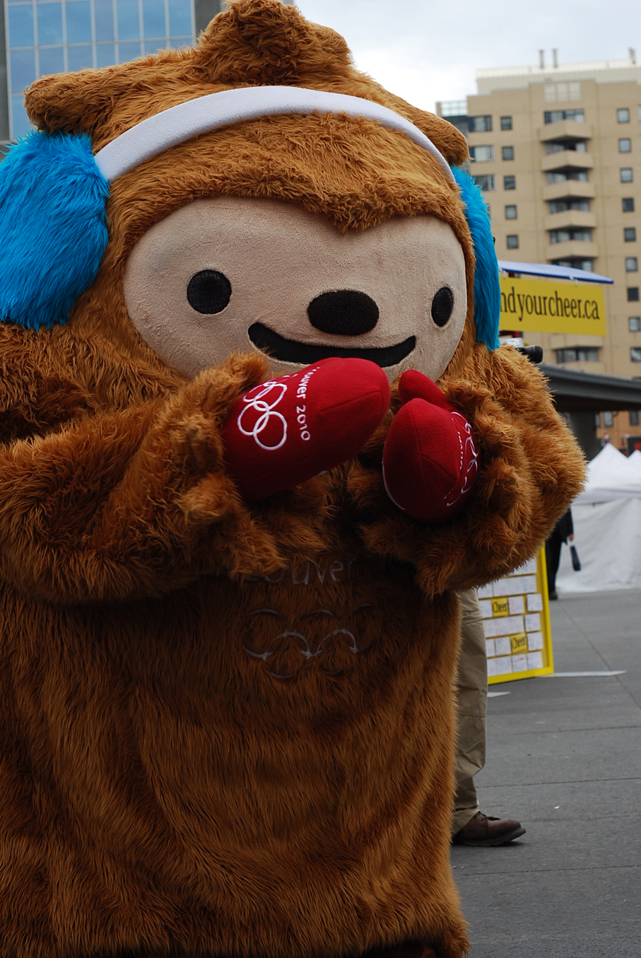 http://upload.wikimedia.org/wikipedia/commons/8/8d/Quatchi_(mascot).jpg