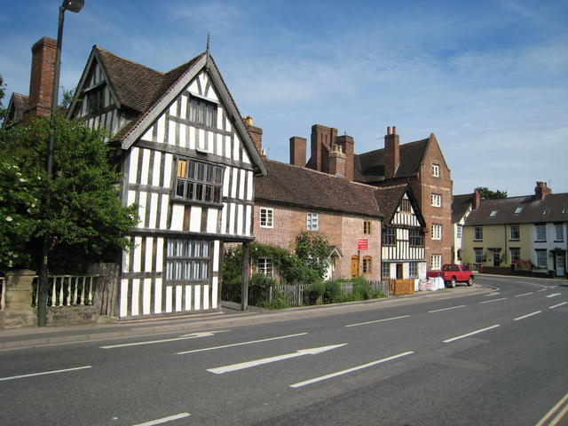 Photo of Wribbenhall The old timber framed building on the eastern banks of the River Severn, opposite Bewdley.
