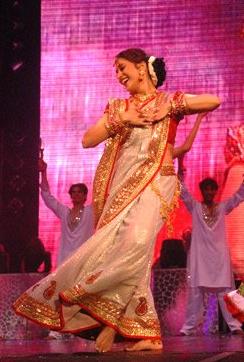 English: Indian actress Madhuri Dixit dancing ...