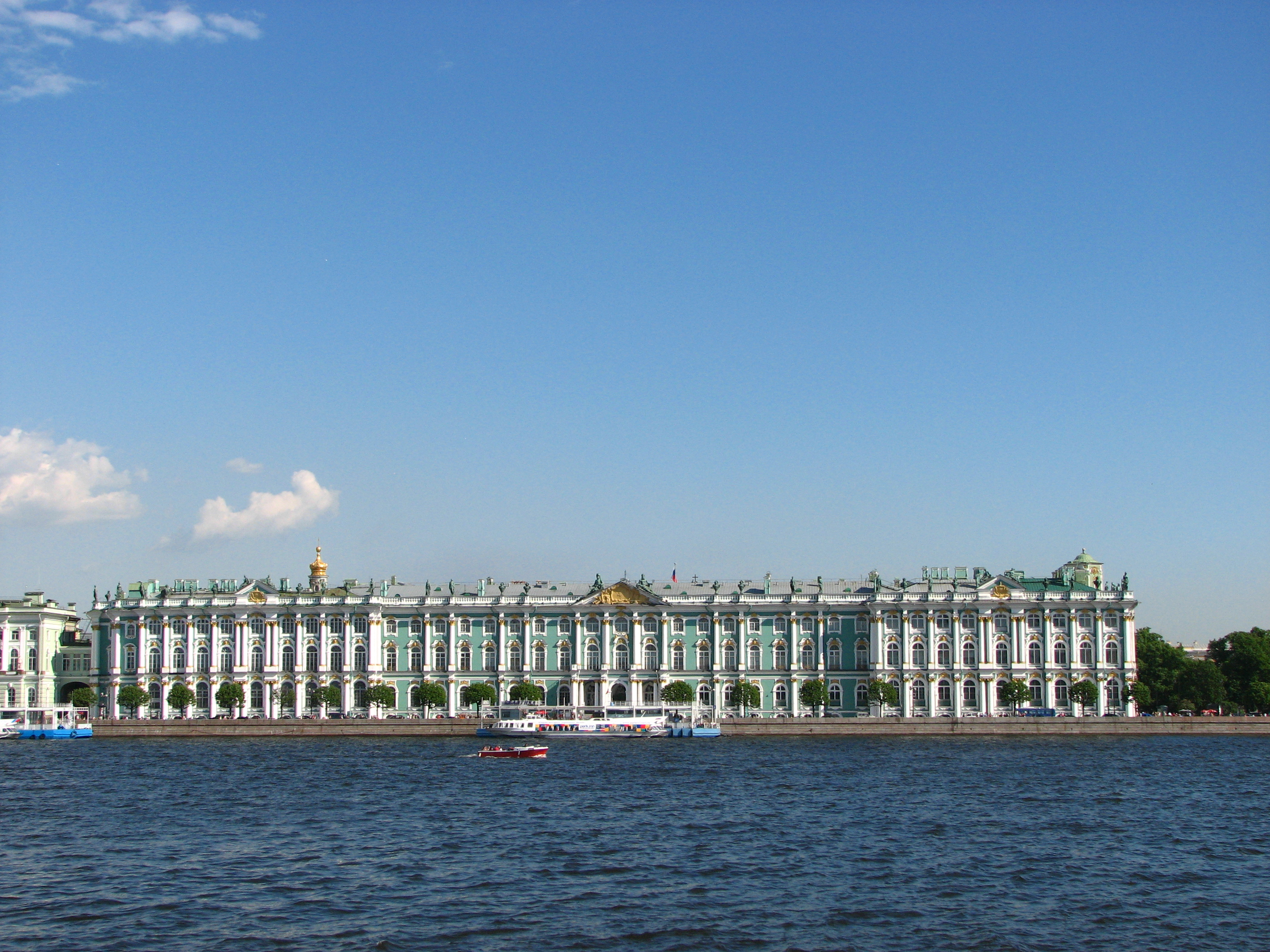 https://i1.wp.com/upload.wikimedia.org/wikipedia/commons/9/92/Winter_Palace_01.JPG