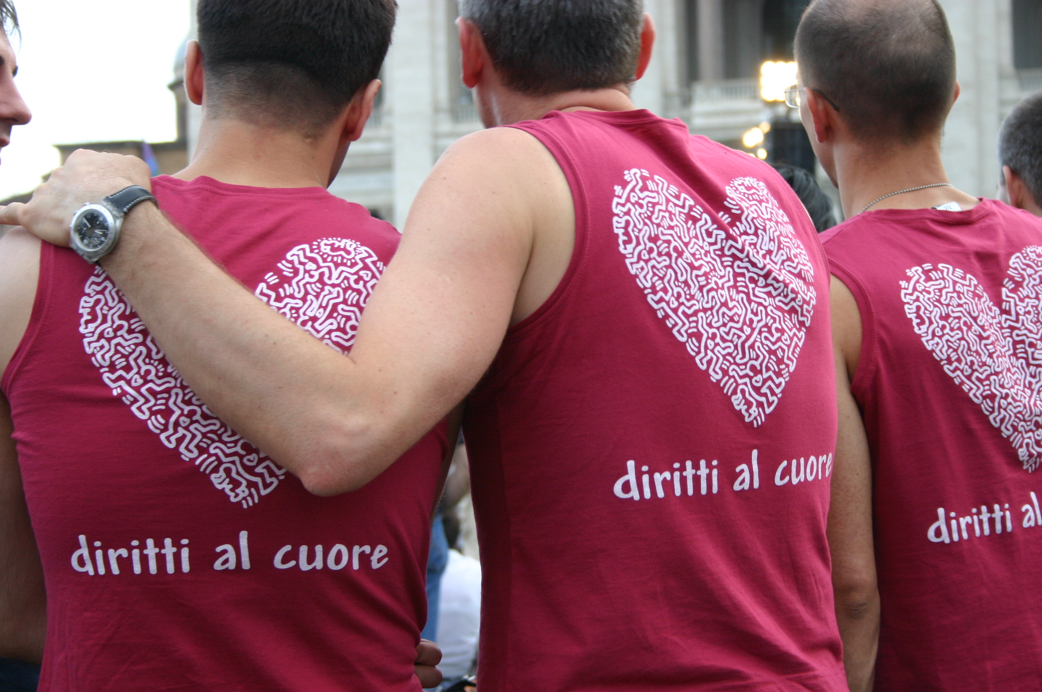 https://i1.wp.com/upload.wikimedia.org/wikipedia/commons/9/93/Diritti_al_cuore_-_Gay_Pride_di_Roma,_16-6-2007_-_Foto_Giovanni_Dall%27Orto.jpg