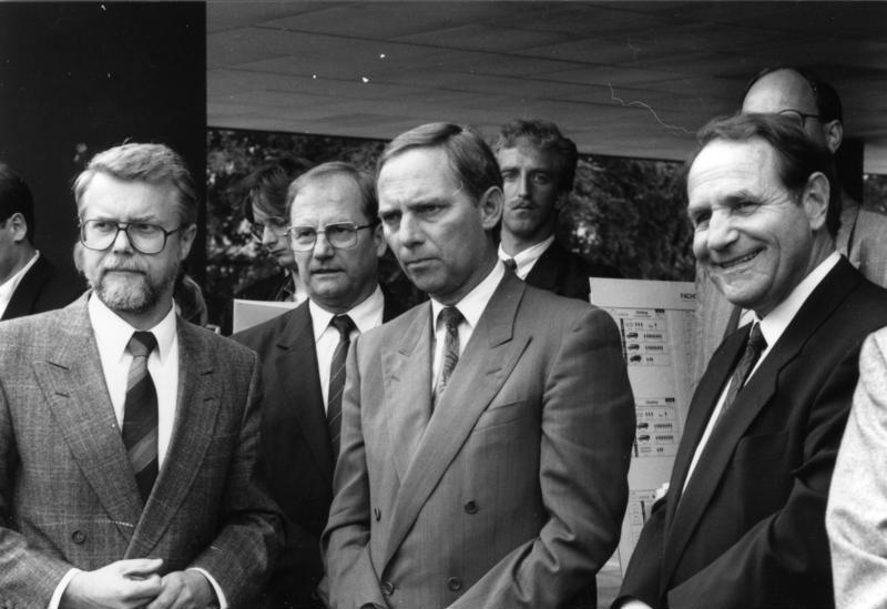 Datei:Bundesarchiv B 422 Bild-0035, Bonn, Wolfgang Schäuble bei BZS.jpg