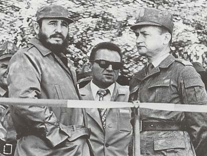 https://i1.wp.com/upload.wikimedia.org/wikipedia/commons/9/96/Jaruzelski_Castro_1972.jpg