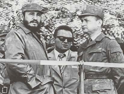 https://i1.wp.com/upload.wikimedia.org/wikipedia/commons/9/96/Jaruzelski_Castro_1972.jpg