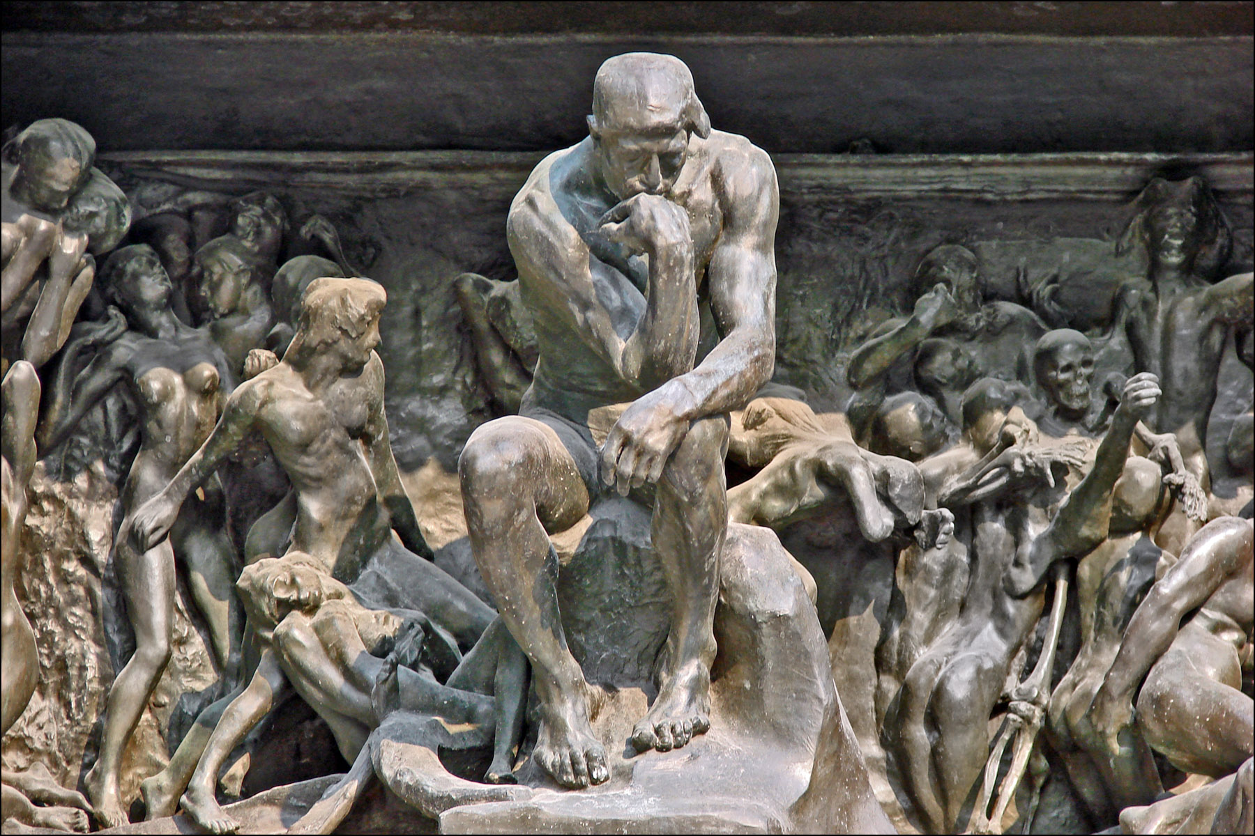 https://i1.wp.com/upload.wikimedia.org/wikipedia/commons/9/96/Le_penseur_de_la_Porte_de_lEnfer_%28mus%C3%A9e_Rodin%29_%284528252054%29.jpg