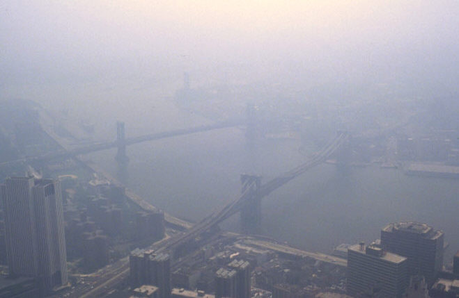 Smog in New York. (Edwin Ewing, Wikimedia)