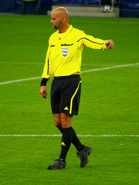 حكم كرة قدم ويكيبيديا