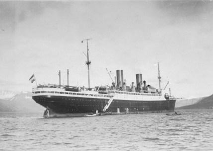 """File:Bundesarchiv N 1572 Bild-1925-079, Polarfahrt mit Dampfer """"München"""", Advent-Bay.jpg"""