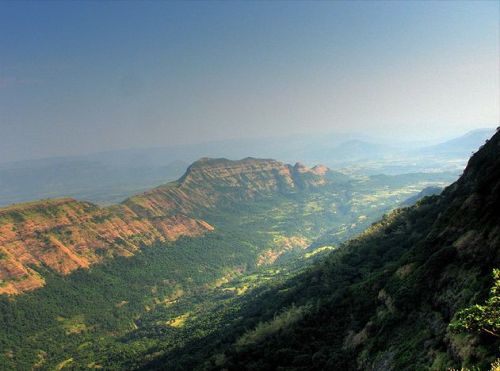 https://i1.wp.com/upload.wikimedia.org/wikipedia/commons/9/9c/Deccan_Traps_Matheran.jpg?resize=500%2C371