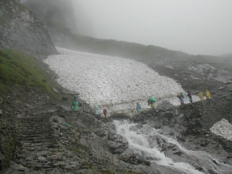 File:Pilgrims crossing the Hemkund Glacier to reach Hemkund Sahib.jpg