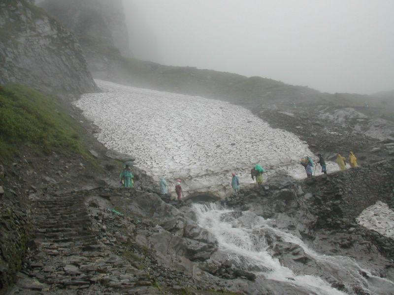 File:Pilgrims crossing the Hemkund Glacier to reach Hemkund Sahib.jpg