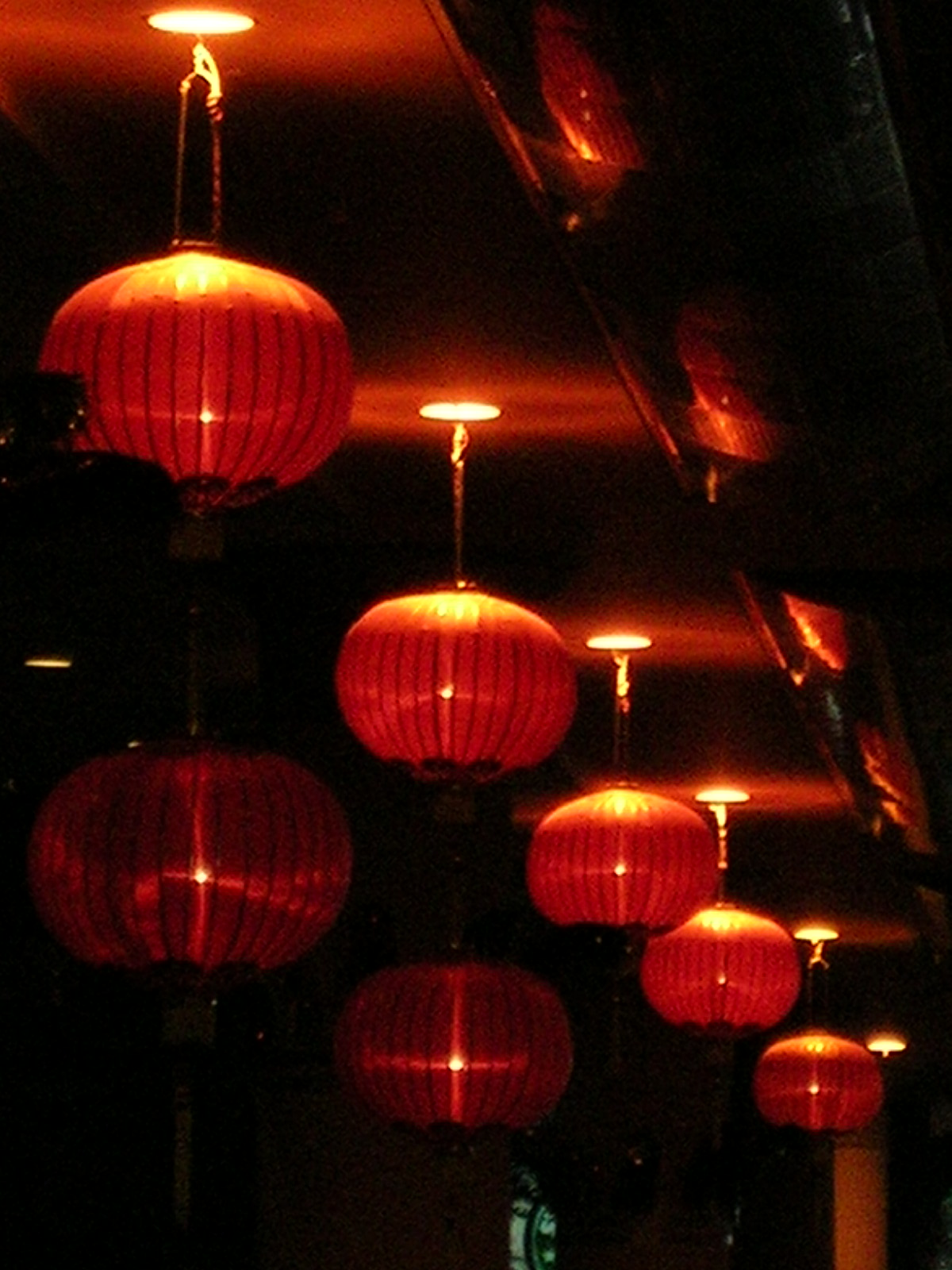https://i1.wp.com/upload.wikimedia.org/wikipedia/commons/9/9e/Red_lanterns.JPG