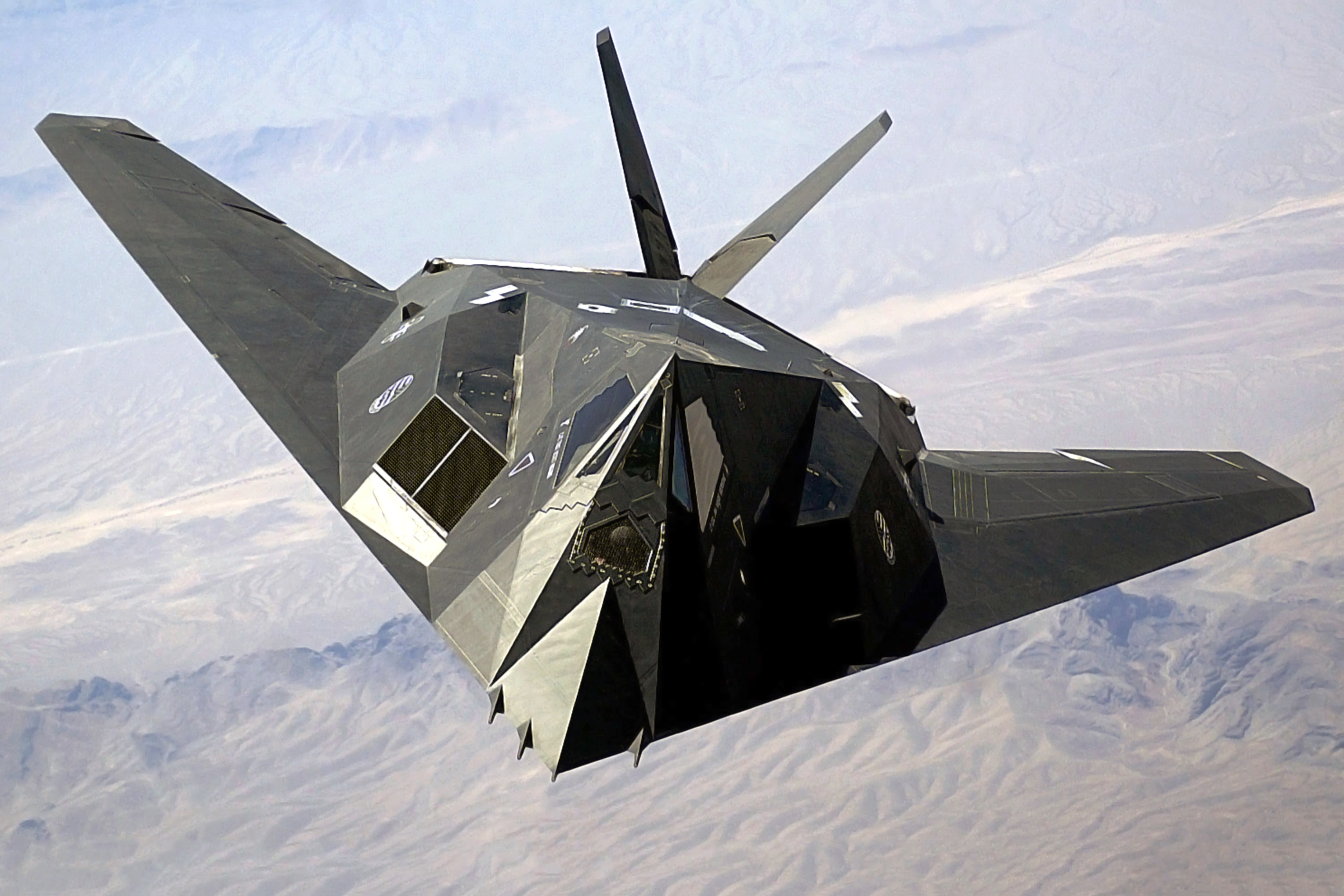Image of an F-117, with ridiculous triangles everywhere.