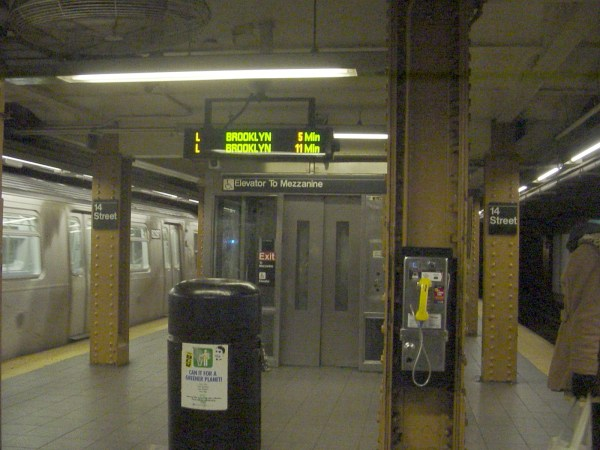 File:14th Street Union Square BMT Canarsie Line elevator ...