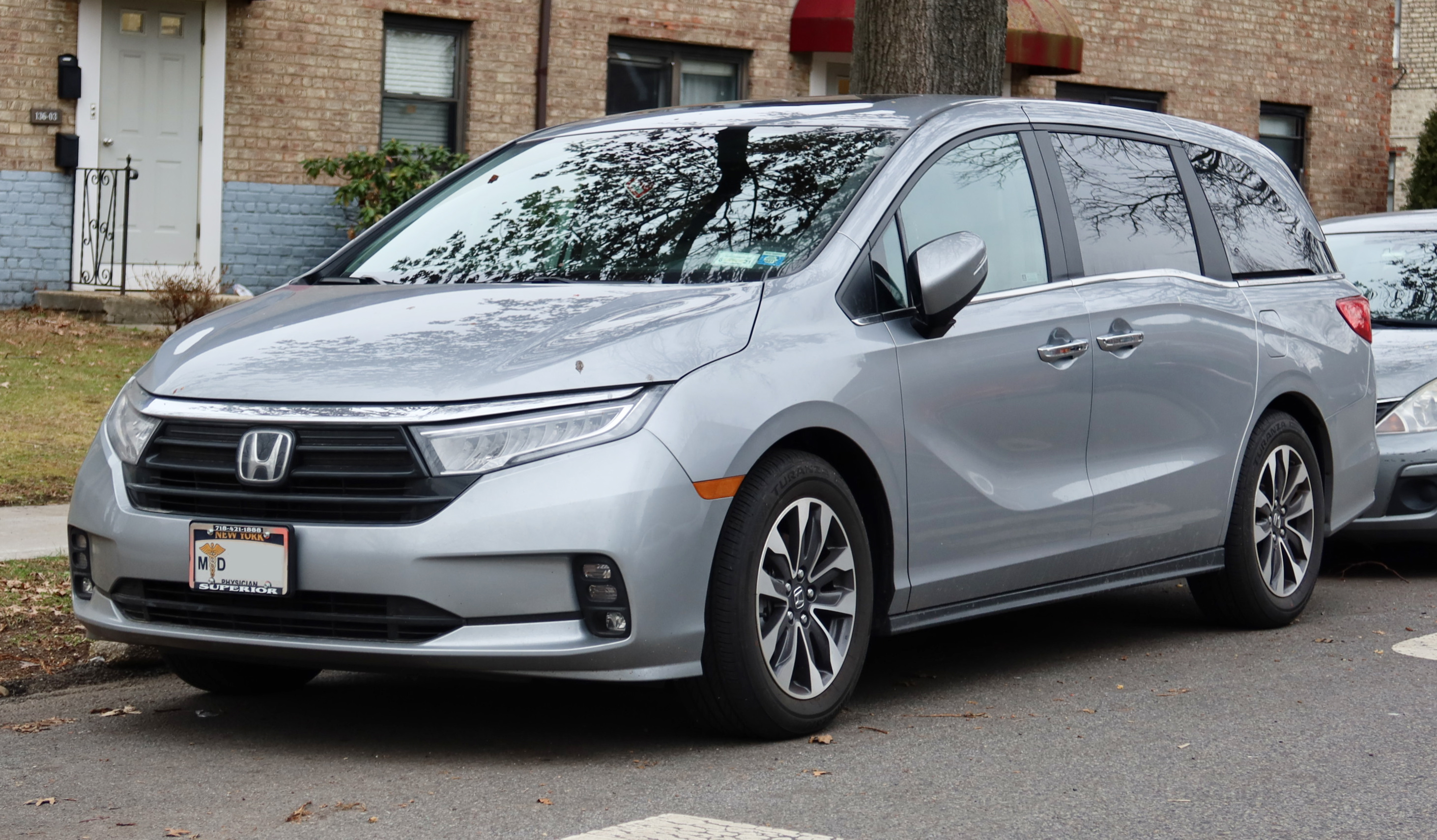 In the minivan space, where pragmatism rules over style, chrysler just dropped t. File 2021 Honda Odyssey Ex L Facelift Front 1 1 21 Jpg Wikimedia Commons