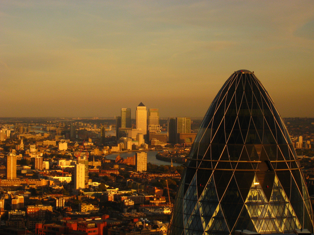 English: London - The Gherkin & Canary Wharf T...