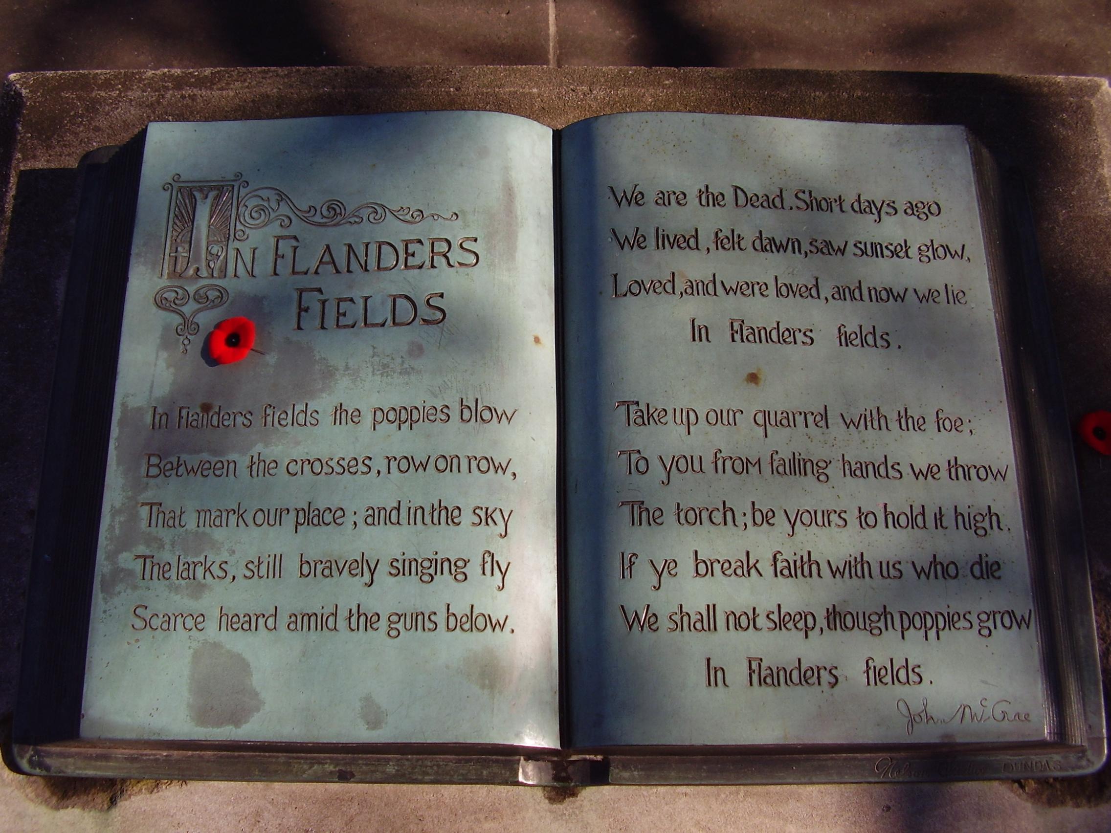 In Flanders fields, Skulptur im McCrae House, Guelph, Ontario, Canada. Sollte ja eigentlich ein Gedicht gegen den krieg sein, und kein Grund einen krieg zu beginnen. Foto von Lx 121, Lizenz: Creative Commons-Lizenz Namensnennung-Weitergabe unter gleichen Bedingungen 3.0 Unported
