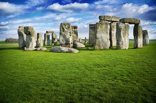 https://i1.wp.com/upload.wikimedia.org/wikipedia/commons/a/a6/Stonehenge-Green.jpg
