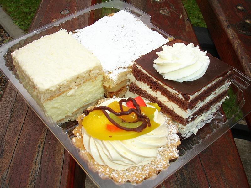 File:05173 Cakes Of Sanok, Cupcake, Kremowska, Ptasie