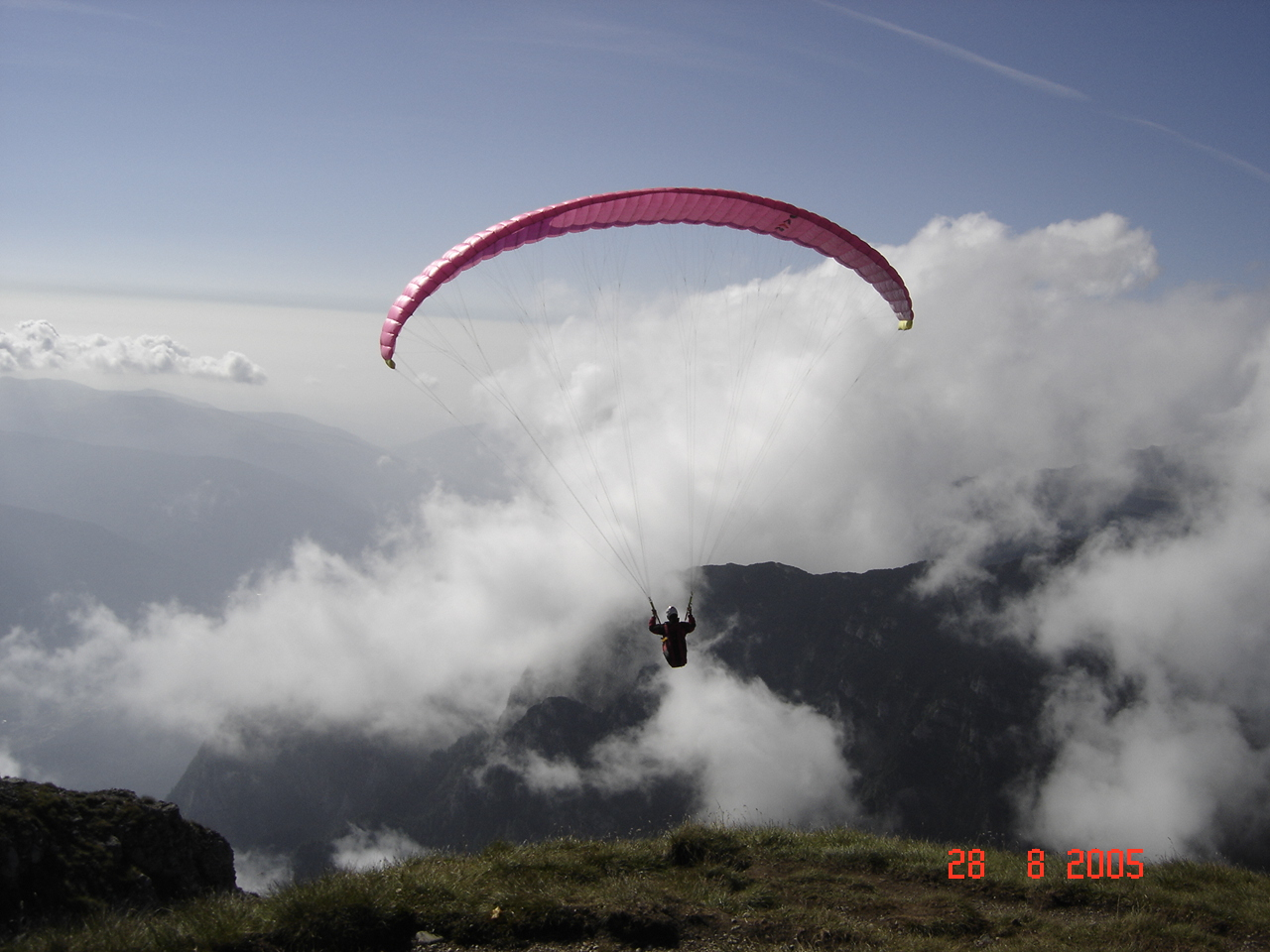 English: Paragliding in Bucegi Mountains