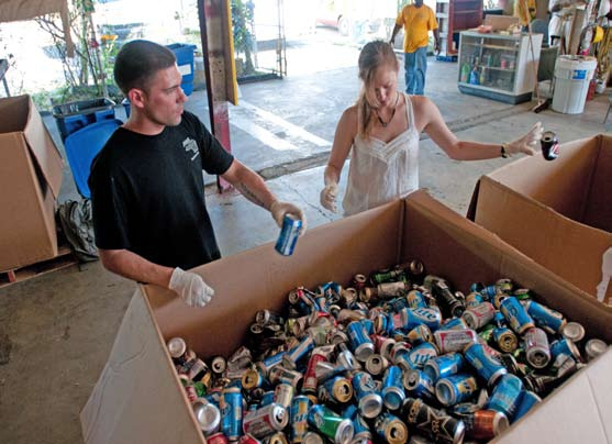 GIs volunteer and recycle cans at Guantanamo