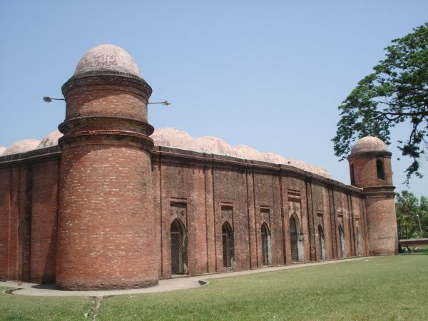File:Shat Gombuj Mosque (ষাট গম্বুজ মসজিদ) 002.jpg