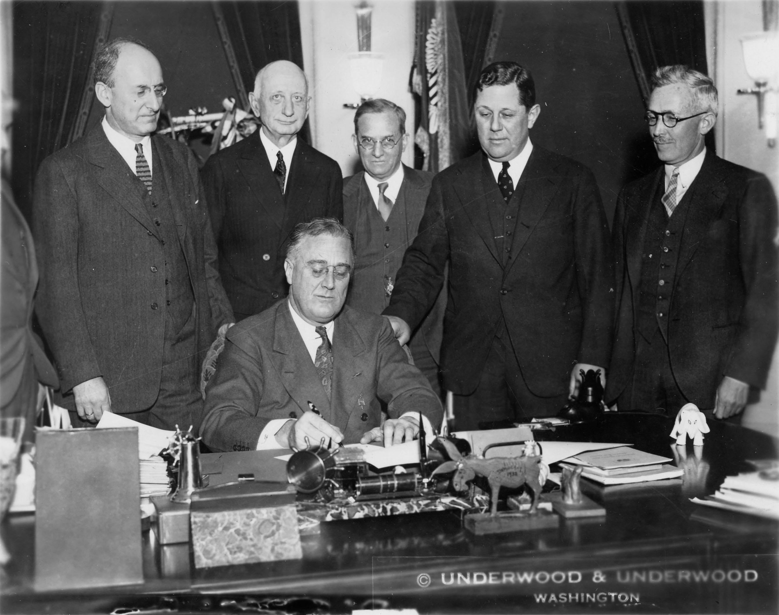 File Franklin Delano Roosevelt Signs Gold Bill