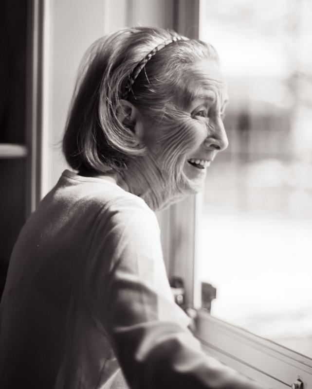 Senhora sorrindo