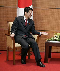 Shinzo Abe meeting with the Vladimir Putin.
