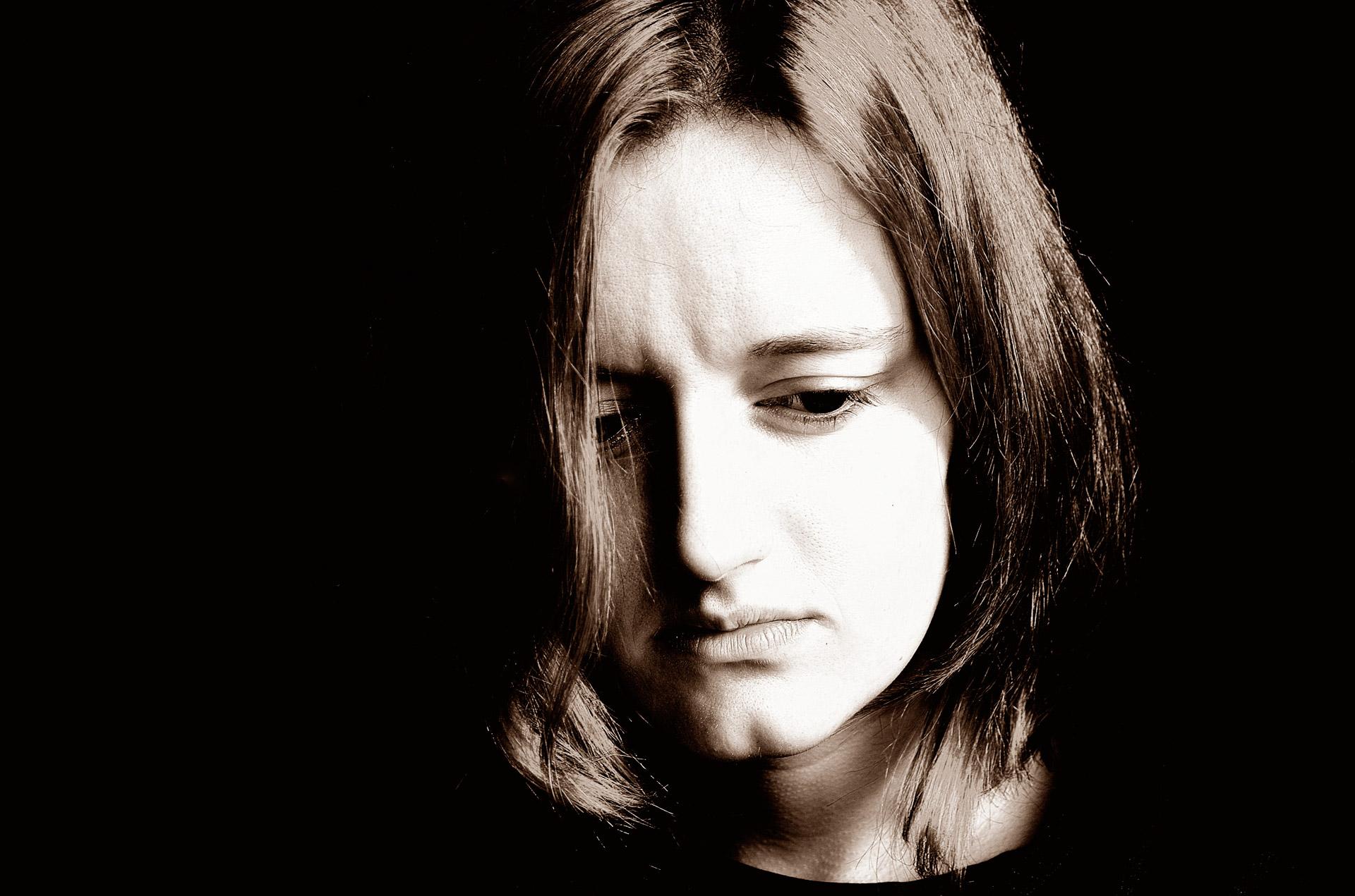 Sad_Woman.jpg (1920×1271)