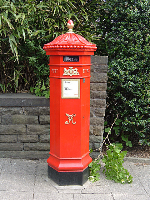 https://i1.wp.com/upload.wikimedia.org/wikipedia/commons/a/ac/Victorian_pillar_box%2C_Ramsbottom_-_geograph.org.uk_-_813899.jpg