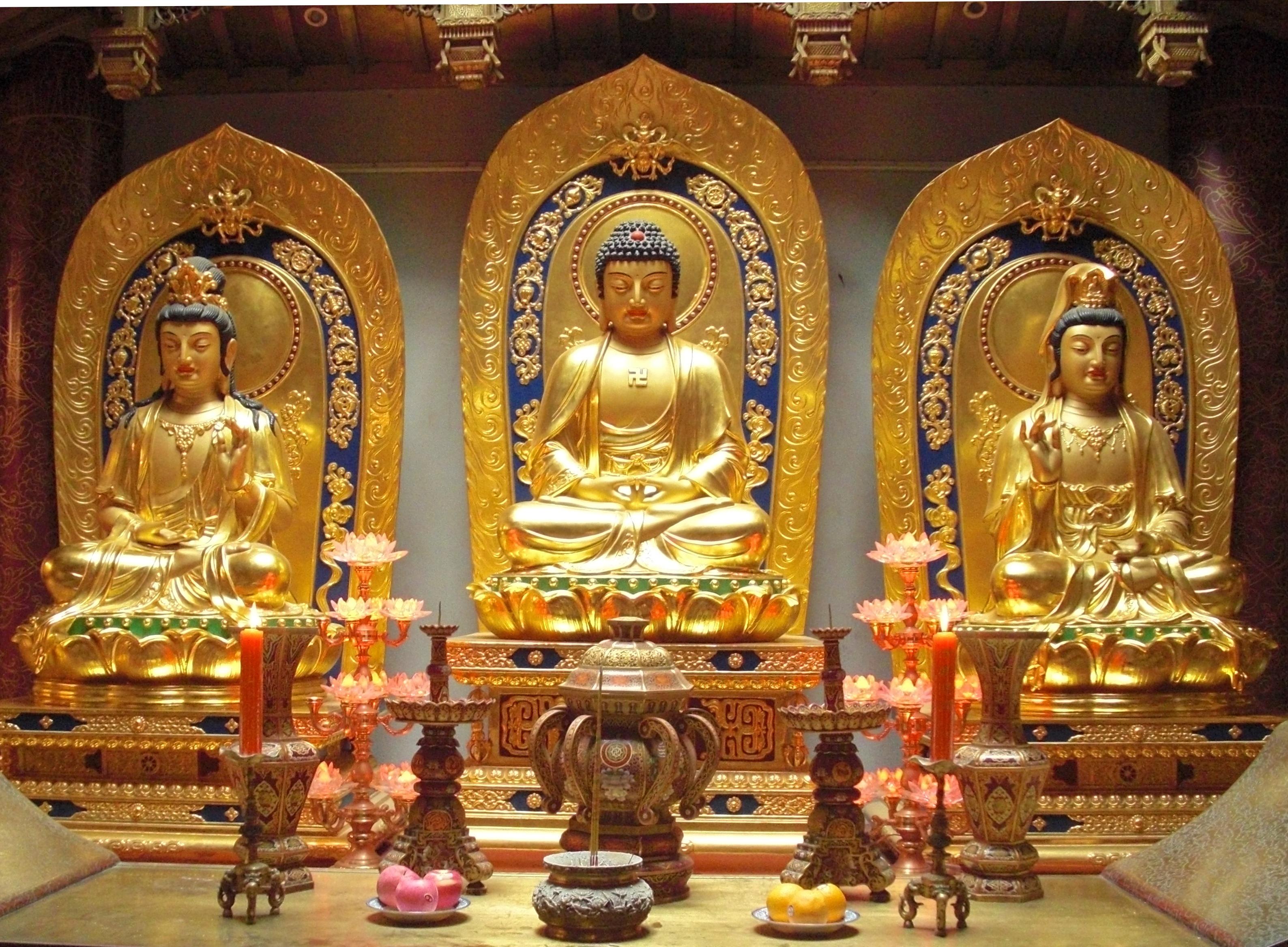 https://i1.wp.com/upload.wikimedia.org/wikipedia/commons/a/ae/Amitabha_Buddha_and_Bodhisattvas.jpeg