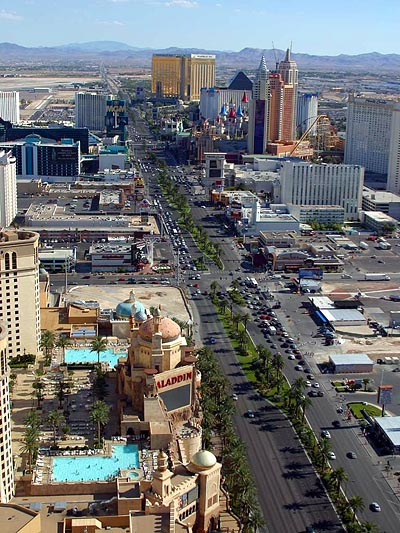 Menghadap ke selatan Las Vegas Strip (1/3 dari keseluruhan)