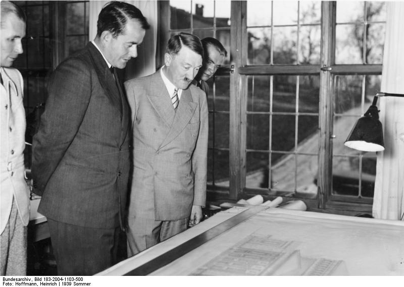 http://upload.wikimedia.org/wikipedia/commons/archive/5/5b/20090414065622!Bundesarchiv_Bild_183-2004-1103-500,_Obersalzberg,_Albert_Speer,_Adolf_Hitler.jpg