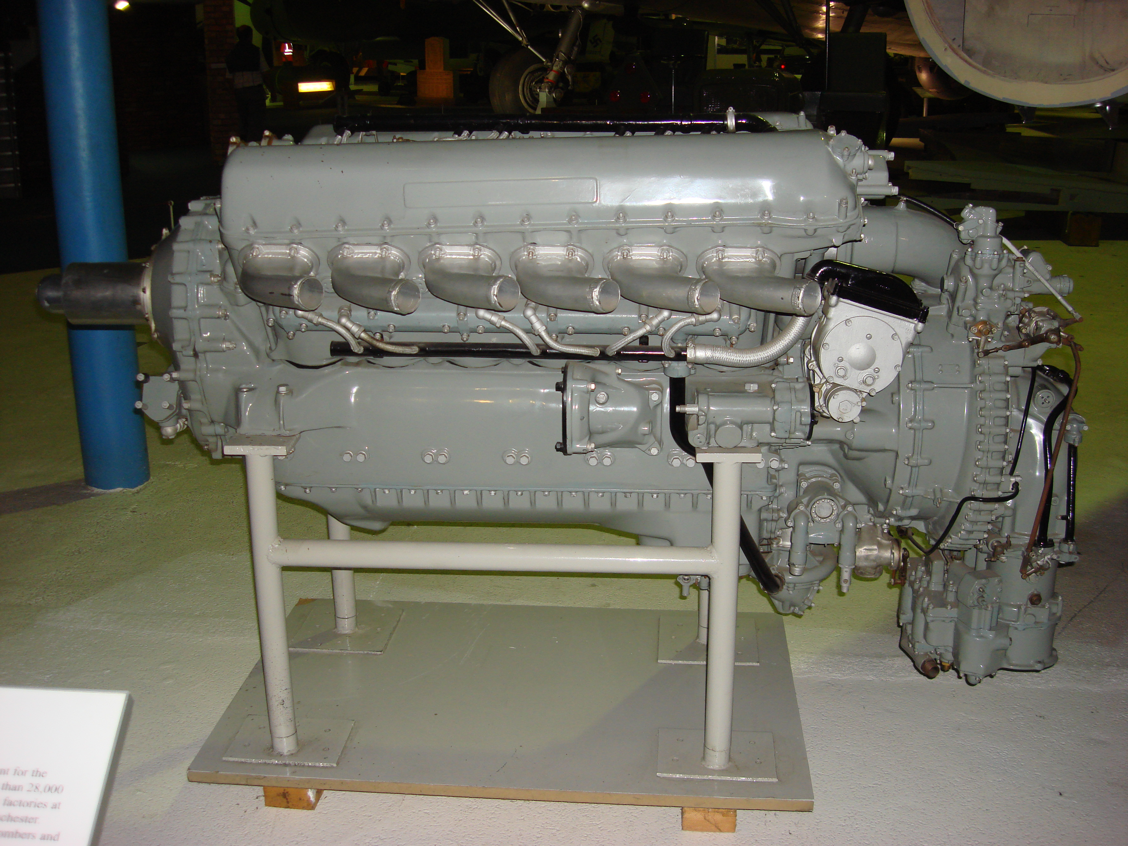 https://i1.wp.com/upload.wikimedia.org/wikipedia/commons/b/b0/Rolls_Royce_Merlin_XX.jpg