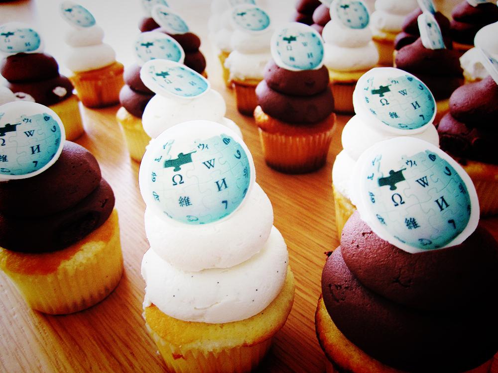 File:Wiki Cupcakes!.jpg