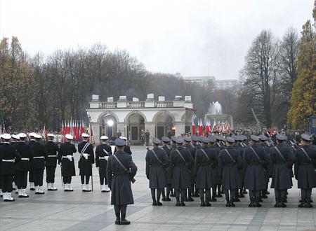 Feierlichkeiten zum Unabhängigkeitstag vor dem Grabmal des unbekannten Soldaten in Warschau (Bild: pl:Wikipedysta:Daria2005)